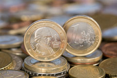 从奥地利的一枚欧洲硬币和莫扎特 库存图片