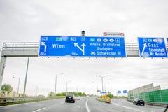 奥地利联邦机动车路高速公路方向标 免版税库存照片