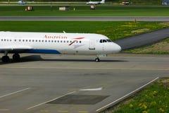 奥地利航空福克战斗机100航空器在普尔科沃国际机场在圣彼德堡,俄罗斯 库存图片