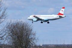 奥地利航空空中客车A320-200 OE-LBS着陆 免版税库存图片