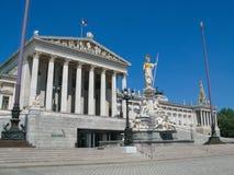 奥地利议会大厦和雅典娜喷泉,维也纳,奥地利 库存照片