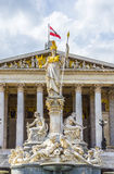 奥地利议会大厦在维也纳是两个h的地方 库存图片