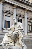 奥地利议会大厦希腊哲学家Xenofones雕象, 库存照片