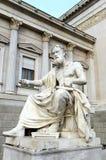 奥地利议会大厦希腊哲学家Xenofones雕象  免版税图库摄影