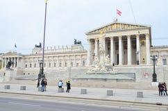 奥地利议会大厦街道视图在维也纳,奥地利 免版税图库摄影