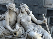 奥地利议会的喷泉在维也纳 免版税库存图片