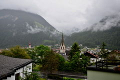 奥地利阿尔卑斯城市Pfunds 库存图片