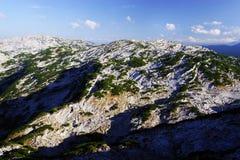 奥地利阿尔卑斯的风景秋天风景从Krippenstein Dachstein电车的 免版税库存图片