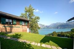 奥地利阿尔卑斯:从高山牧场地的看法向湖Attersee, Salzburger土地,奥地利 库存照片