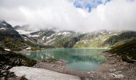 奥地利,山的小海 免版税库存照片