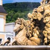 奥地利,萨尔茨堡,在Residenzplatz的喷泉 图库摄影