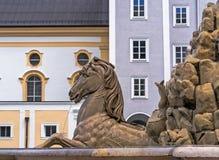 奥地利,萨尔茨堡,在Residenzplatz的喷泉 库存照片