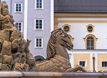 奥地利,萨尔茨堡,在Residenzplatz的喷泉 免版税库存图片