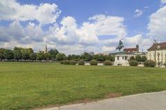 奥地利,维也纳,历史的宫殿和雕刻的纪念碑的看法与一匹马在维也纳2014年7月23日-照片Nataliya Pyl 库存照片