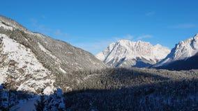 奥地利, Tyrolean阿尔卑斯 向蕨通行证的路 在雪秋天之后的美妙的风景 股票视频