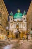 奥地利维也纳 圣皮特圣徒・彼得天主教的外部在维也纳在从Graben的晚上 库存图片