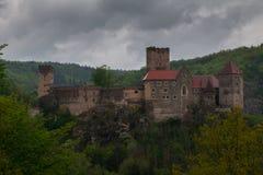 奥地利 城堡Riegersburg在雨中 库存照片