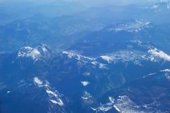 奥地利-2016年10月:阿尔卑斯如被看见从飞机,山平面看法  库存图片