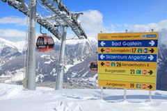 奥地利滑雪电缆车 免版税库存照片