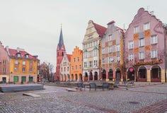奥尔什丁,波兰2017年 11 30 老镇的大广场, ghotic城镇厅在奥尔什丁老市 老中心城市街道 免版税图库摄影