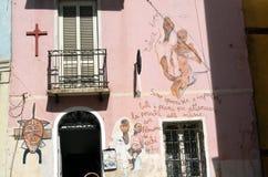 奥尔戈索洛意大利Murales 10月4日2015年在奥尔戈索洛意大利,因为大约1969壁画反射Sardinia的不同方面 库存图片