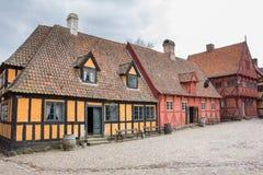 奥尔胡斯,丹麦- 2015年4月12日:中世纪房子街道  图库摄影