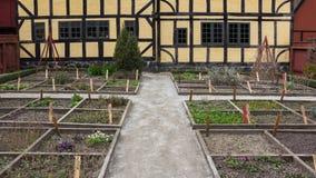 奥尔胡斯,丹麦- 2015年4月12日:黄色用了木材建造房子 免版税库存照片