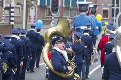 奥尔登扎尔,荷兰- 2011年3月6日:在每年狂欢节队伍期间的音乐家在奥尔登扎尔,荷兰 库存图片