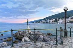 从奥帕蒂亚散步的看法在Istria晚上,克罗地亚 免版税库存照片
