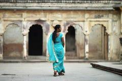 奥拉奇哈,印度, 2017年11月28日:印地安秀丽佩带传统 库存图片