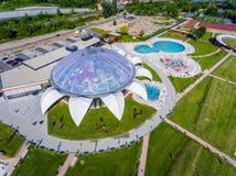 奥拉迪亚,罗马尼亚- 2017年5月17日:与水滑道的奥拉迪亚waterpark 免版税库存照片