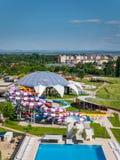 奥拉迪亚,罗马尼亚- 2017年5月17日:与水滑道的奥拉迪亚waterpark 库存图片
