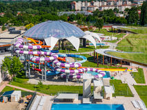 奥拉迪亚,罗马尼亚- 2017年5月17日:奥拉迪亚waterpark鸟瞰图  免版税库存照片