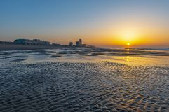 奥斯坦德在日落,比利时的市海滩 免版税库存照片