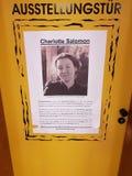 奥斯威辛的受害者的陈列门 库存照片