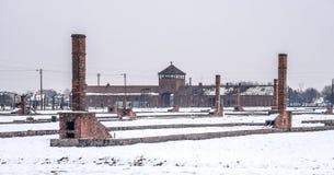 奥斯威辛/波兰- 02 15 2018年:在集中营的全视图在奥斯威辛比克瑙 库存照片