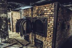 奥斯威辛/波兰- 02 15 2018年:在黑暗的地下室的火葬场火炉在奥斯威辛博物馆 免版税库存图片