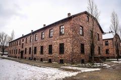 奥斯威辛/波兰- 02 15 2018年:砖营房,奥斯威辛集中营博物馆的线路所 库存图片