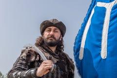 奥斯曼帝国战士古老土耳其军队服装的人  免版税库存图片