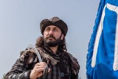 奥斯曼帝国战士古老土耳其军队服装的人  图库摄影