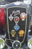 奥斯汀七与开汽车的徽章的水箱 免版税库存照片