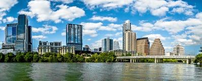 奥斯汀得克萨斯地平线街市看法与蓝天的 免版税库存图片