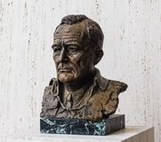 奥斯汀得克萨斯2017年9月17日:LBJ一个铜雕塑在Lyndon B约翰逊LBJ图书馆和博物馆的在Austi 图库摄影