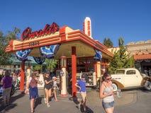 奥斯瓦尔德的轮胎在迪斯尼加利福尼亚冒险公园的礼品店 库存图片