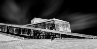 奥斯陆从边路的歌剧院 免版税库存图片
