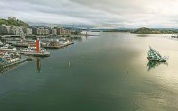 奥斯陆海湾的片段-其中一最美丽的海湾在挪威 从歌剧院的屋顶的看法 库存图片