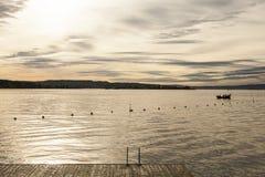 奥斯陆海湾,海湾的金黄水日落的 图库摄影