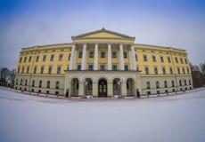 奥斯陆,挪威- 2018年3月, 26日:王宫的室外看法,在19世纪的前期安装了 库存照片