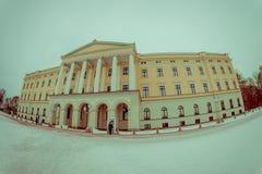 奥斯陆,挪威- 2018年3月, 26日:王宫的室外看法,在19世纪的前期安装了 免版税库存照片