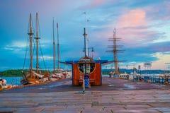 奥斯陆,挪威- 2015年7月8日, :迷人的小游艇船坞区域 免版税库存图片